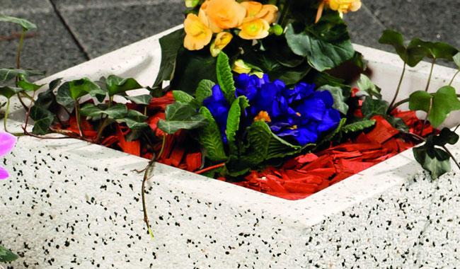 Leier virágláda, rézsűkő