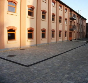 Leier Castrum térkő, antik - riolitsárga - 8 cm